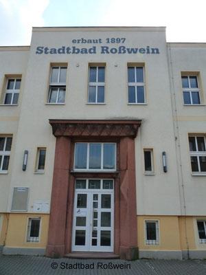 Stadtbad Roßwein: Fassade Art Déco