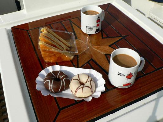 Kaffee und was Süßes geht immer