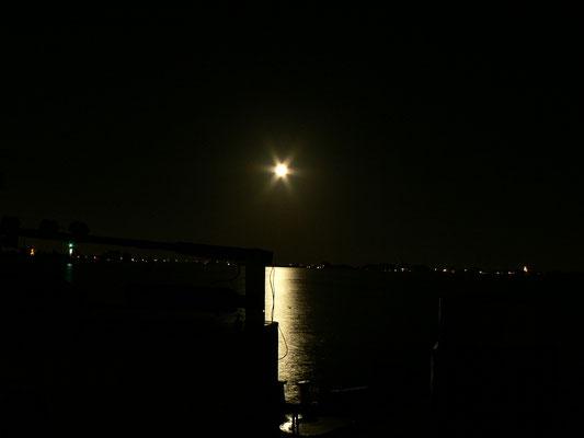 Mond über dem Braassemermeer