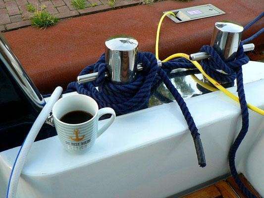 Kaffee für den Skipper. Wasser und Strom für die Oklahoma