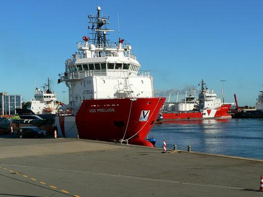 Hier liegen viele Versorgungsschiffe für die Öl und- Gasplattformen in der Nordsee