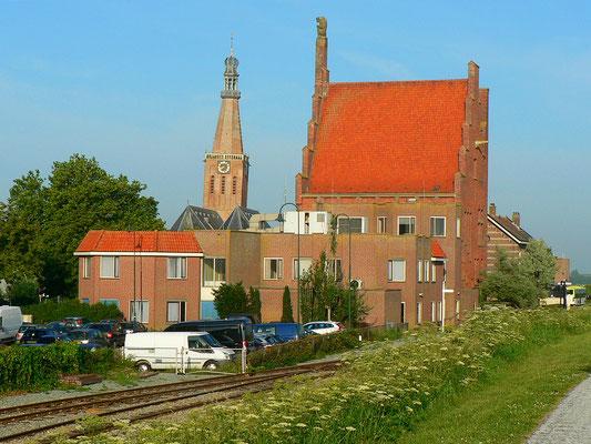 Stadthaus und Kirche