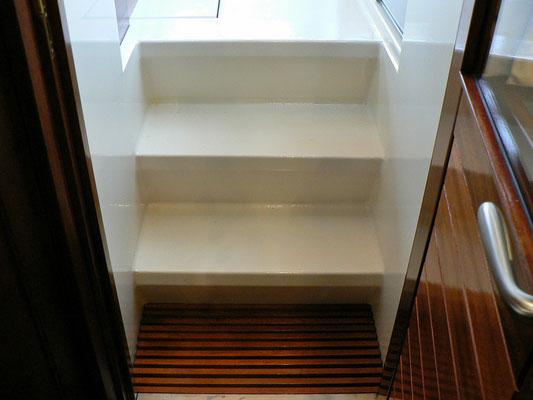 Eine breite Treppe führt zur Kuip. Besser geht es nicht!