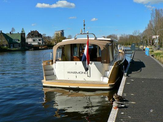 Platz für 2 - 3 Boote.