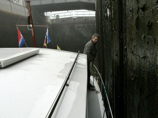 Friese Sluis, binnen geht es nach Urk