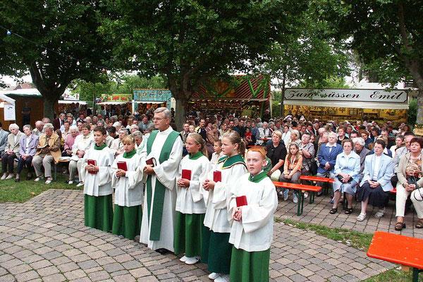 Kerwe-Eröffnungsgottesdienst auf dem Probst-Krane-Platz.