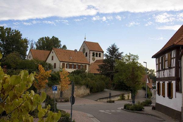 Blick auf die Pfarrkirche von der Rappenstraße aus.