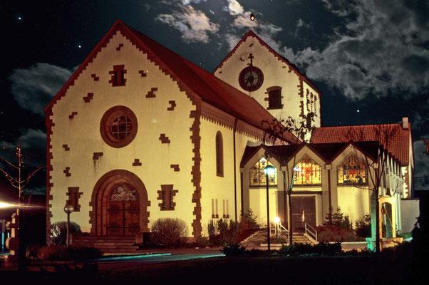 Die Pfarrkirche bei Nacht.