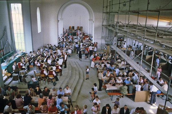 Pfarrfest in der im Umbau befindlichen Pfarrkirche 1980