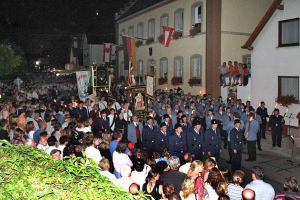 """""""Zapfenstreich"""" am Ende des Klosterfestes 2005"""