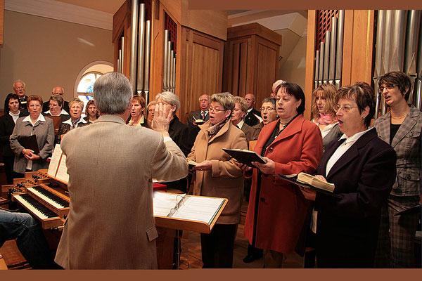 Der Kirchenchor in Aktion.