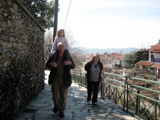 Spaziergang durch die Gassen von Moustheni