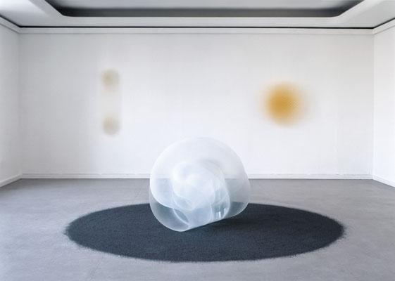 """Schleife"" 1996, ""Pole"" 2000, ""Kreise Gelb"" 1999, Kunsthaus Nürnberg"