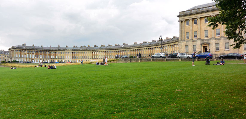 The Royal Crescent in Bath        http://visitbath.co.uk/things-to-do/attractions/the-royal-crescent-p56191