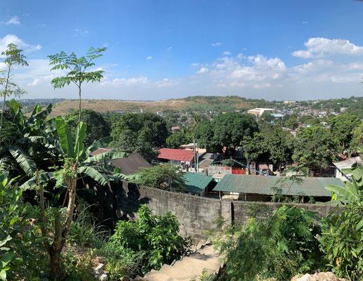 Manila - Payatas Müllhalde – ca. 20.000 Menschen leben dort – 8 Kirchen