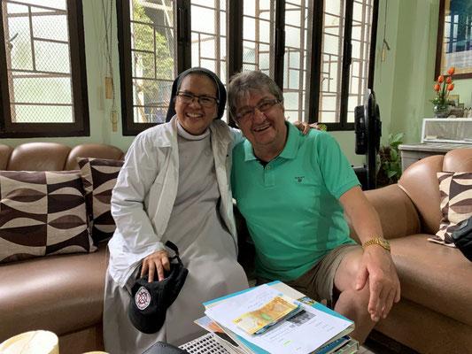 Schwester Constanza – Benediktinerschwester, Kämpferin gegen die Herabsetzung der Strafmündigkeit von 15 auf 9 Jahre auf den Philippinen; die rund 40 Schwestern führen in Manila einen Schulkomplex mit rund 900 Mitarbeitern und Lehrern für rund 4.500 Schül