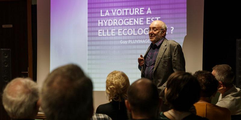 Conférence Guy PLUVINAGE sur la voiture à hydrogène - le conférencier
