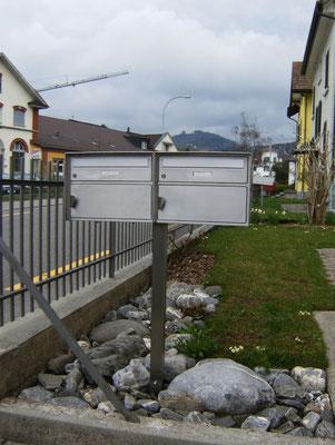 Briefkasten mit Konsole alles aus Chromstahl