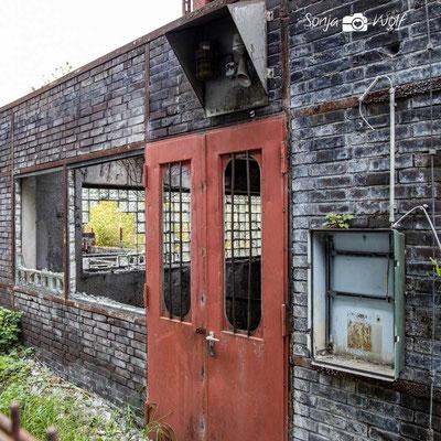 Fenster und Türen ohne Scheiben