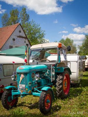 Traktor mit Wohnwagen