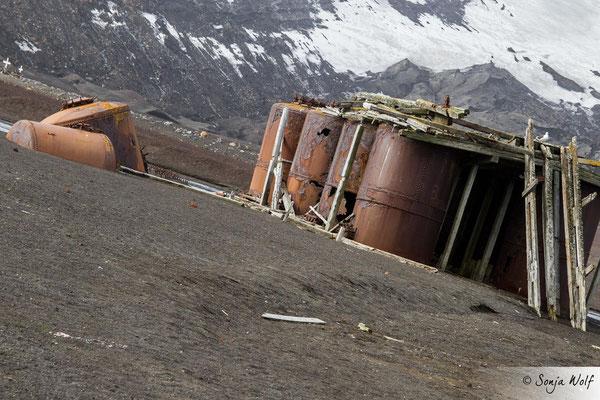 """Februar: """"extreme Bildgestaltung & zerstört"""" / Auf dem Vulkan ist es gefährlich"""