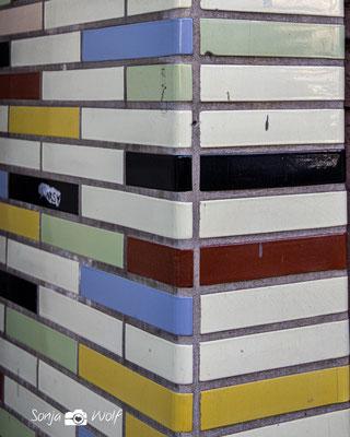 Fassade mit Fliesen