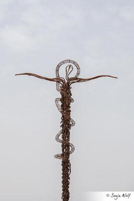Kreuz und Schlange