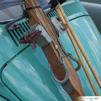 VW Käfer mit Holz-Ski