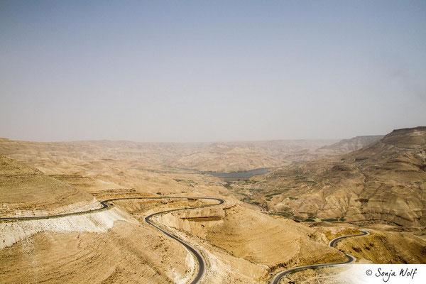 Serpentinenstraße im Wadi Mujib
