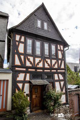 Kleines Fachwerkhaus an der großen Domtreppe