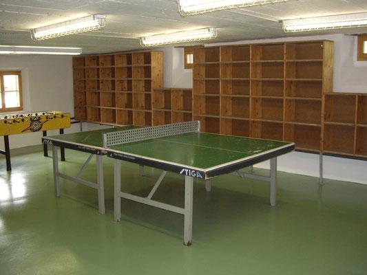 Garderobe / Tischtennis / Tischfussball / Spielkasten
