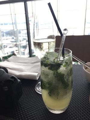 Qantas lounge HKG sparkling + mojito