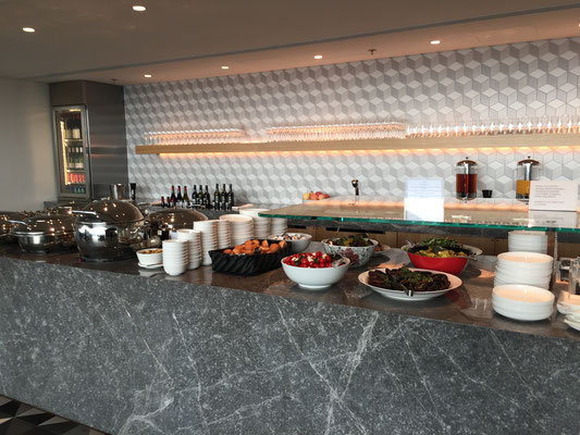 Qantas lounge HKG buffet