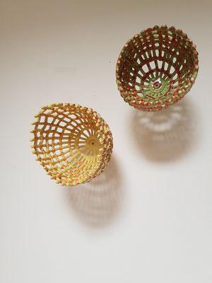 Zwei Blüten, 2018, Steinzeug, glasiert, 30x30