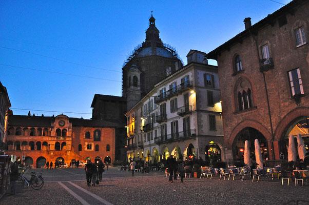 Casa San Giorgio Holiday House - Bedroom Holiday House AIR BNB Bed Breakfast Bergamo Pavia Milan Iseo Como Mantova Verona Garda Unesco