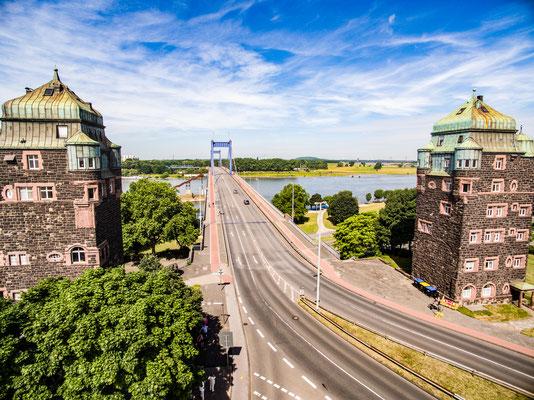 Brückentürme der Friedrich-Ebert-Brücke