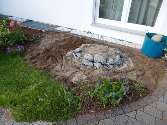 im Mai 2013 wird ein kleiner Hügel aufgebaut