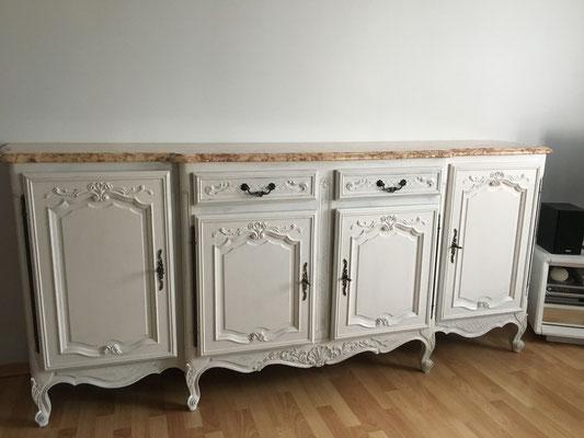 Meuble 4 portes en merisier, plateau marbre relooké par l'Atelier Samedi Le relooking