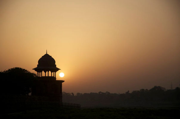 Sunrise at the Taj Mahal - Filming for When the Dragon Swallowed the Sun