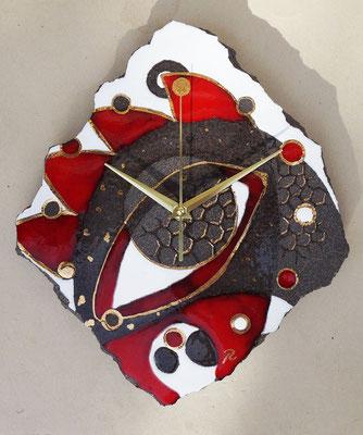 Horloge en lave émailéle et touches d'or en lave émaillée de Pépite de lave à la Fabrik