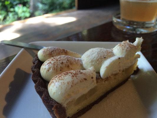 毎週金土日開催のカフェでは週替りのケーキが楽しめます