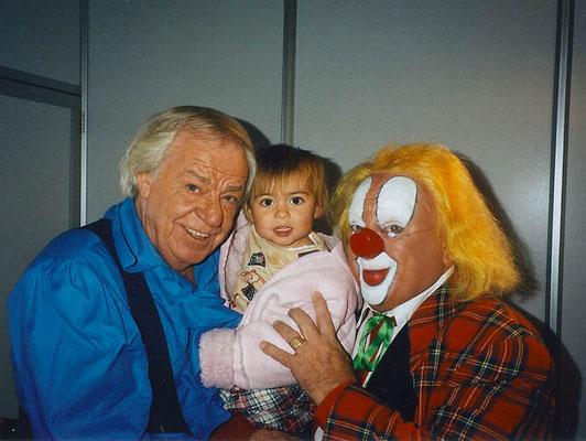 Bassie en Adriaan met Luna de Wit na de TV opname van 'Het Grote Sinterklaasfeest' in Ahoy 2002.