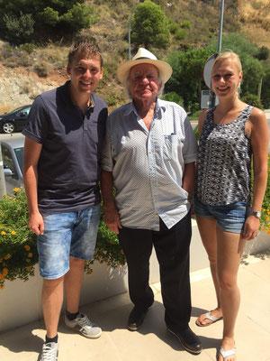 Jim en Inge met Adriaan op 8 augustus met Adriaan in Benalmàdena.