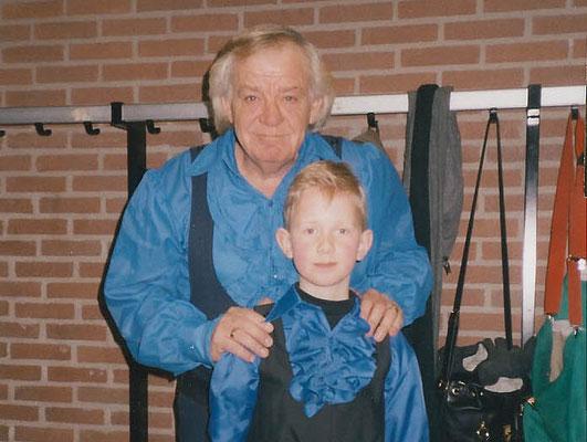 Adriaan met Adriaan in 1996 in Maarn. Eén van de twee is Julian Bakkum.