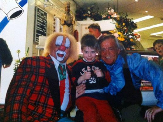 Francesco Cannone (op de foto 6 jaar) in 1996 samen met Bassie en Adriaan.