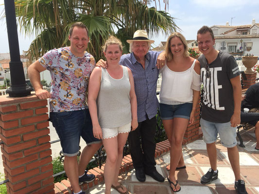 Lesley, Stephanie, Ramona en Jordi op 23 juli met Adriaan in Benalmàdena.