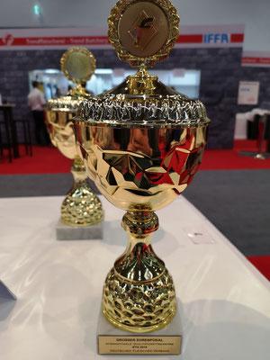 Pokal für 12 Goldmedallien