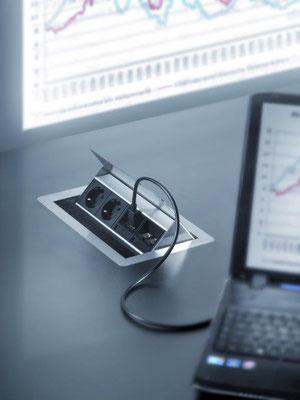 Steckdosenanschluss mit USB und Qi Ladefunktion