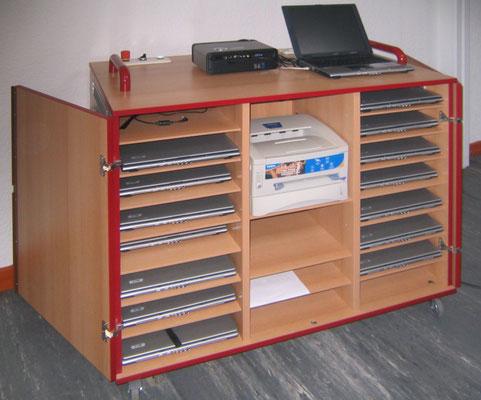 Ladeanlage für Laptops (in einer Klinik)
