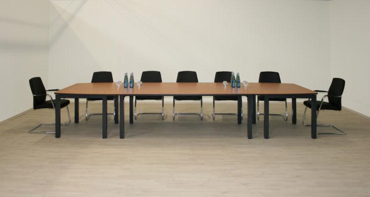 Konferenzanlage - umbaubar zu Einzeltischkombinationen